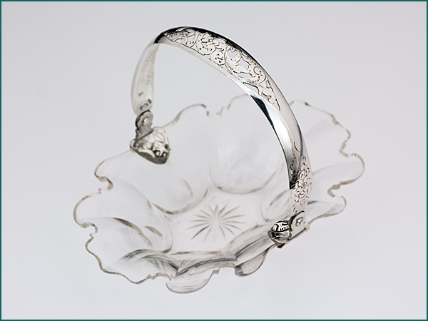 Kristallen mandje met zilveren hengsel uit 1858-0
