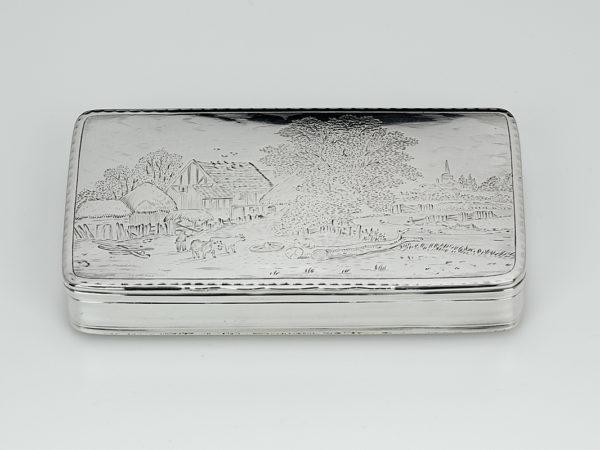 Zilveren tabaksdoos met gravering uit 1807 (Leiden)-0