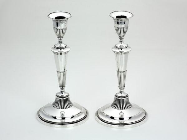 Stel zilveren kandelaars met uitneembare bobeches uit 1837-0