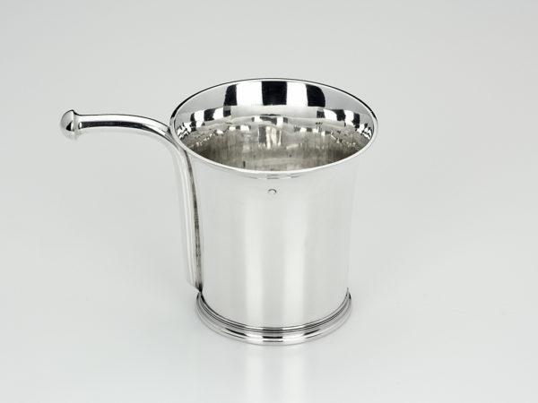 Zilveren kinderbeker met drinktuit uit 1827-0